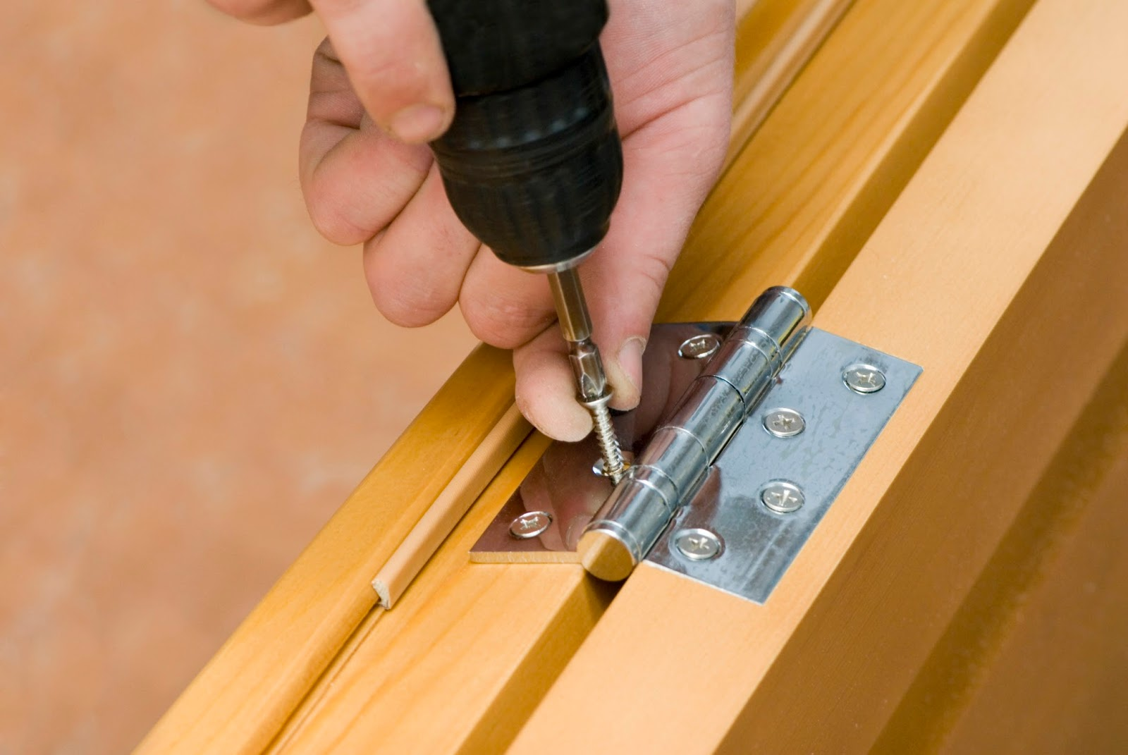 Door Hinges Repair in Toronto